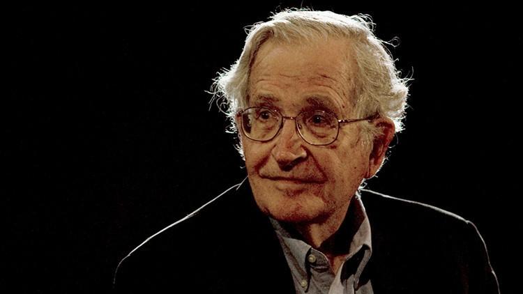 """Chomsky teme una catástrofe nuclear porque """"Trump tiene el dedo sobre el botón"""""""