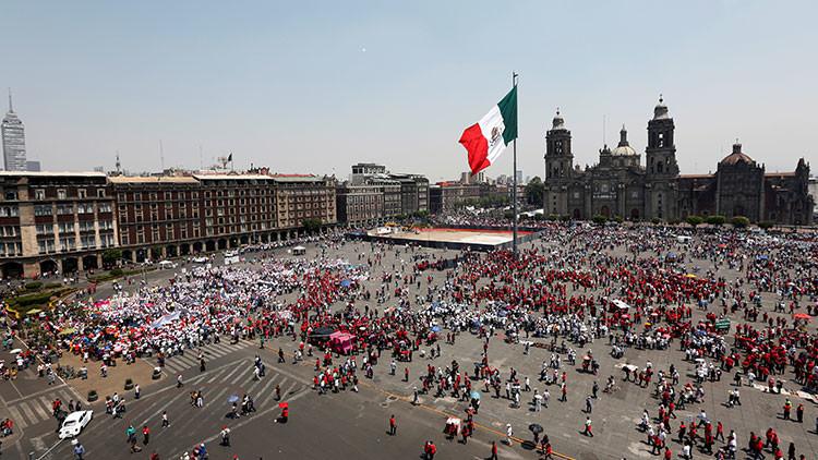 Descubren el zócalo que da nombre a la plaza central de Ciudad de México (Fotos, video)