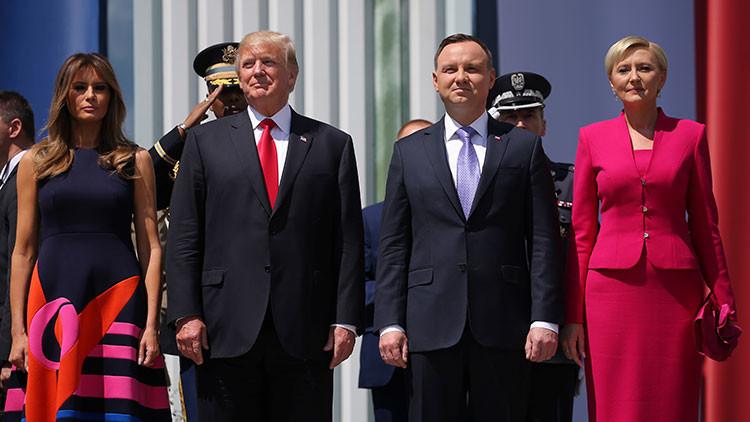 Desplante a Trump: la primera dama de Polonia le niega la mano al presidente de EE.UU. (VIDEO)