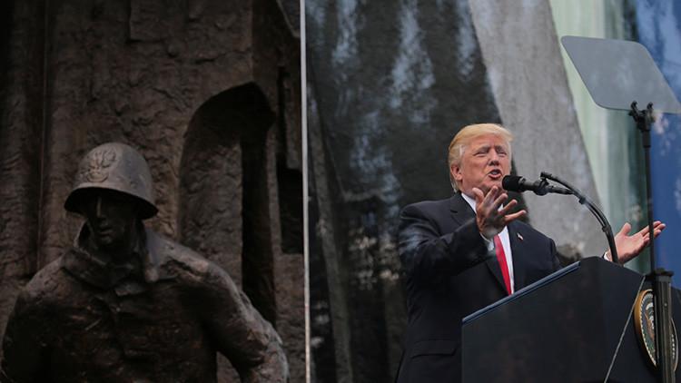 Acusan a Trump de leer la página de Wikipedia sobre Polonia en su discurso en Varsovia