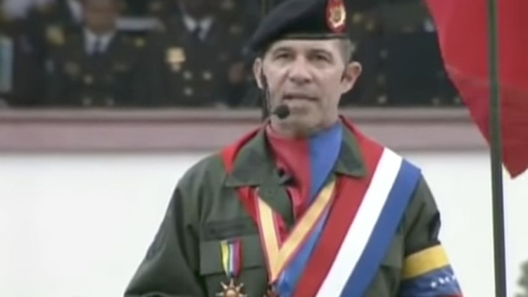La condecoración del general venezolano que confudieron con la bandera de Cuba