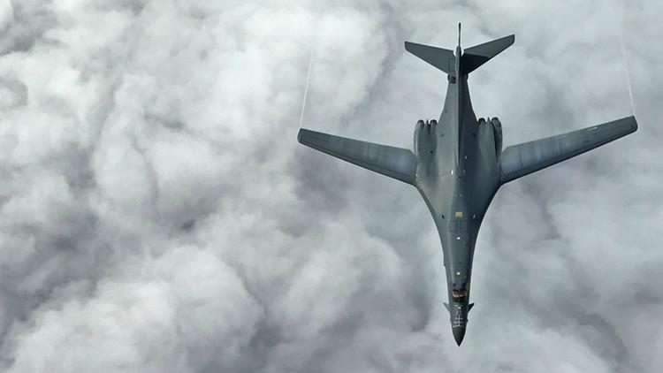 """""""Daña la soberanía y la seguridad"""": bombarderos de EE.UU. sobrevuelan el mar de la China Meridional"""