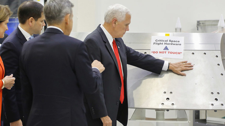'No tocar': El vicepresidente de EE.UU. ignora la precaución de la NASA (tuits)