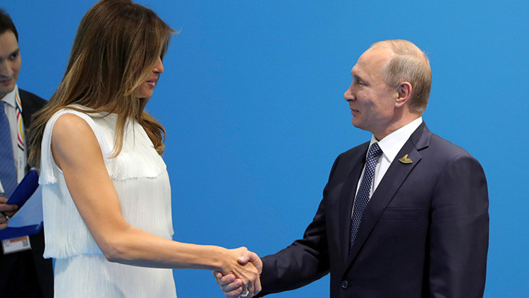 """Melania Trump fracasa en su intento de """"sacar"""" a su esposo de la reunión con Putin"""