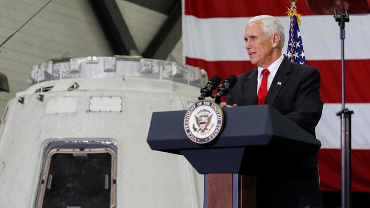 """""""Íbamos a limpiarlo igualmente"""": La NASA responde a Mike Pence por tocar a Orion"""