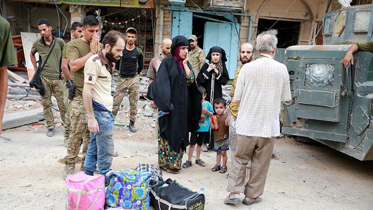 FOTO: Una yihadista se suicida con un bebé en los brazos cuando intentaba huir de Mosul