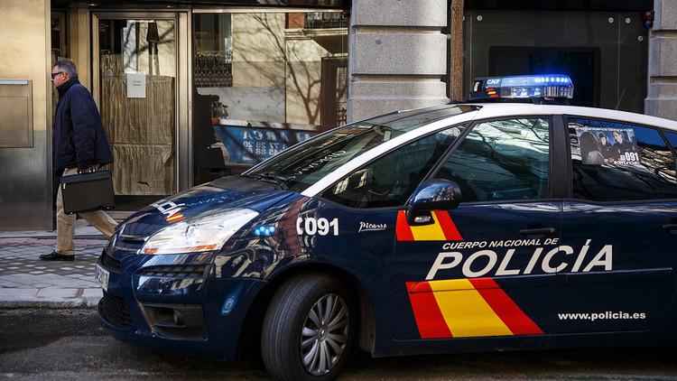 """""""Sopla aquí"""": cárcel para un motorista español que enseñó los genitales a un agente de policía"""
