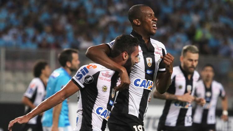 Jugador hace un triplete y celebra un gol mostrando sus quemaduras sin curar (FUERTES IMÁGENES)