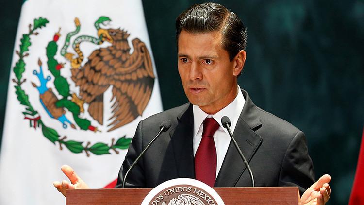Peña Nieto sufre burlas y críticas en Twitter por su saludo a una Nobel de la Paz