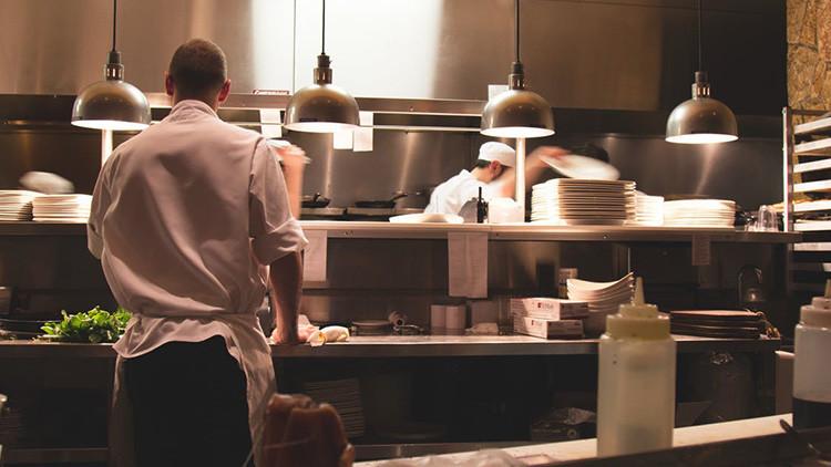 VIDEO: Cocineras protestan en la Red por el impago de salarios y su dueño toma una decisión tajante