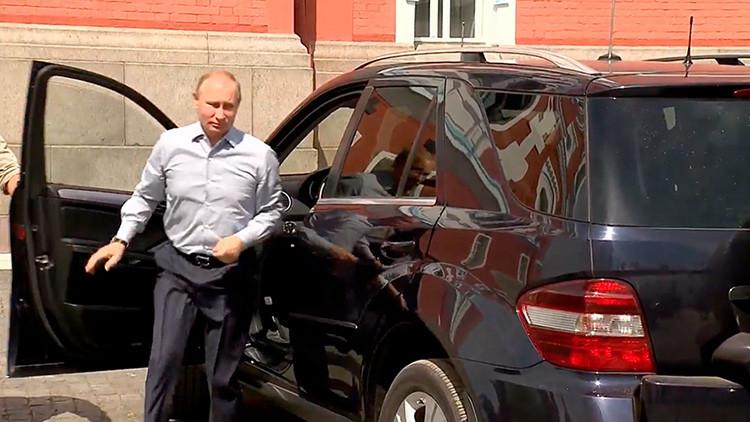 VIDEO: ¿Quién es el misterioso personaje de rojo al que Putin hace de chófer?