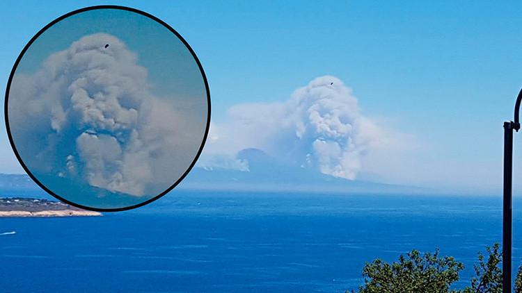 ¿Lord Voldemort?: Una espantosa nube con forma de cráneo se eleva por encima del Vesubio
