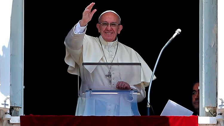 """""""Prohibido quejarse"""": El papa Francisco cuelga un cartel para disuadir a los quejicas"""