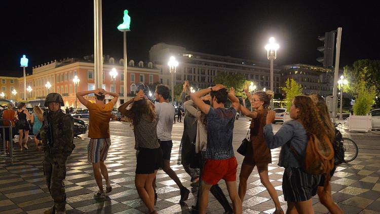 """Atentado en Niza: Un año después de """"la peor tragedia"""" de la historia de esa ciudad"""