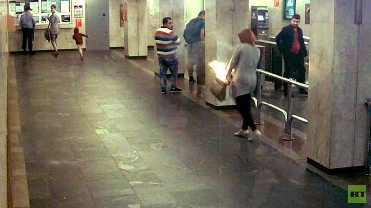 VIDEO: Un cigarrillo electrónico explota en el bolso de una joven
