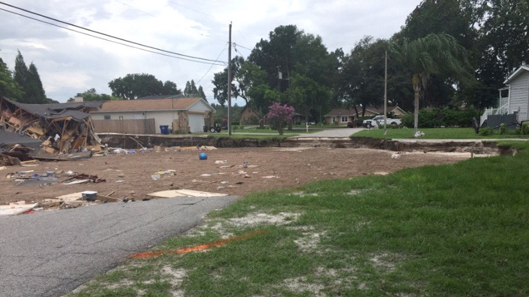 Videos: Un enorme sumidero se traga dos casas en Florida
