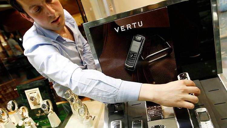 """Vertu: El fabricante de los lujosos teléfonos """"para ricos sin estilo"""" va camino a la quiebra"""