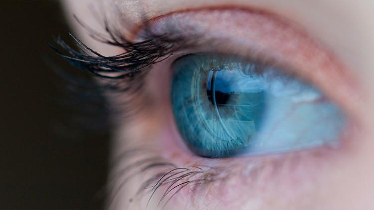Médicos encuentran 27 lentillas que una mujer olvidó en su ojo