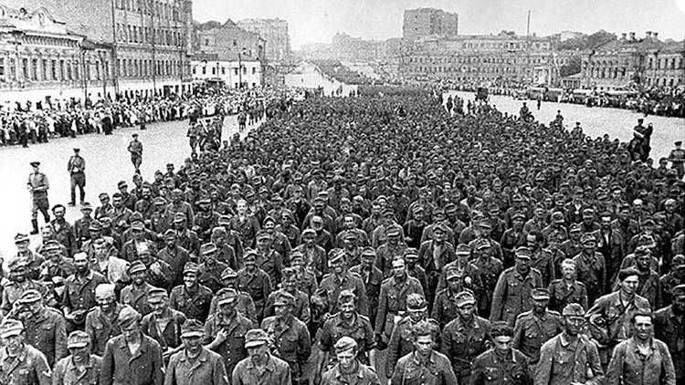 VIDEO, FOTOS: El día que miles de nazis marcharon por Moscú