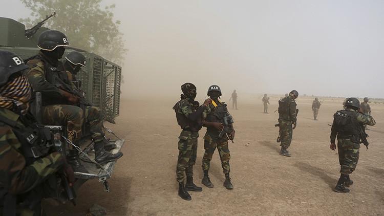 Camerún: Al menos un muerto y decenas de desaparecidos al volcar un barco militar con tropas élites