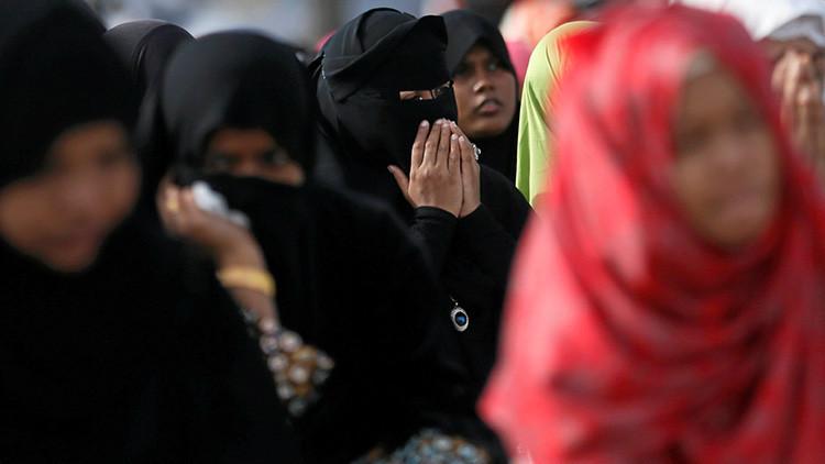 """Piden arresto de una saudita por pasear con vestimenta """"inmoral"""" y publicarlo en la Red (video)"""