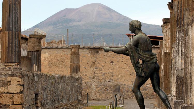 Detienen a un octogenario español que defecó en las ruinas de Pompeya
