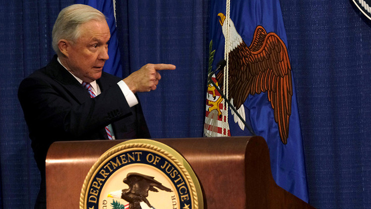 El fiscal general de EE.UU. le declara la guerra al crimen y sugiere reintroducir las confiscaciones