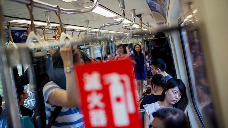 Una ilusión óptica en el metro de Taiwán conquista la Red (Fotos)