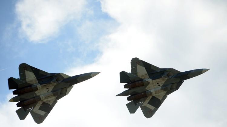 Los pilotos del cazabombardero furtivo ruso T-50 tendrán trajes anti-G perforados (foto)