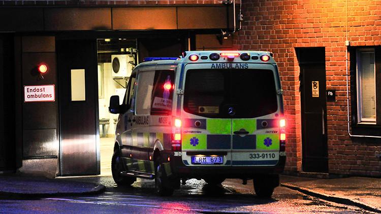 Un coche embiste a una multitud de peatones en Suecia