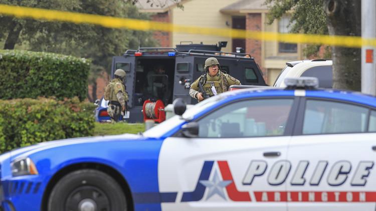 Policía dispara una pistola eléctrica contra un suicida bañado en gasolina y ocurre esto