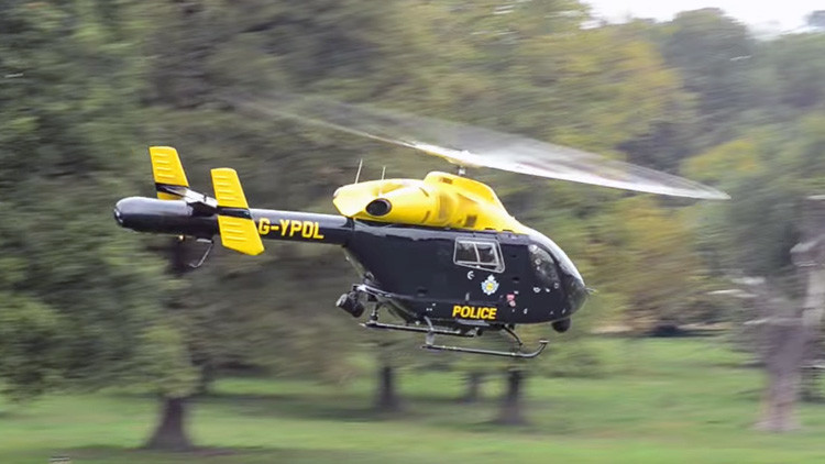 Policías británicos emplean un helicóptero para filmar a gente que practica sexo