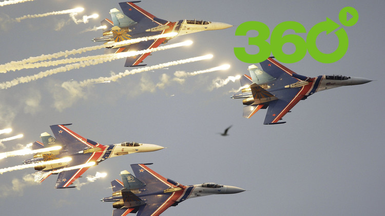 MAKS 2017 en 360°: Así se ven desde un caza Su-30SM las vertiginosas acrobacias de la aviación rusa