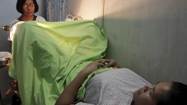 China: Una mujer muere tras abortar cuatro veces en un año porque su marido no quería niñas