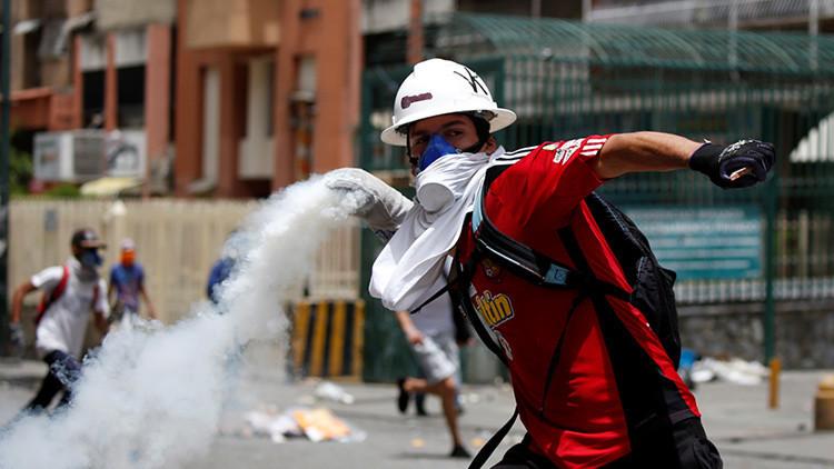 """Opositores queman a otro hombre en Caracas: """"Me confundieron con un chavista"""""""