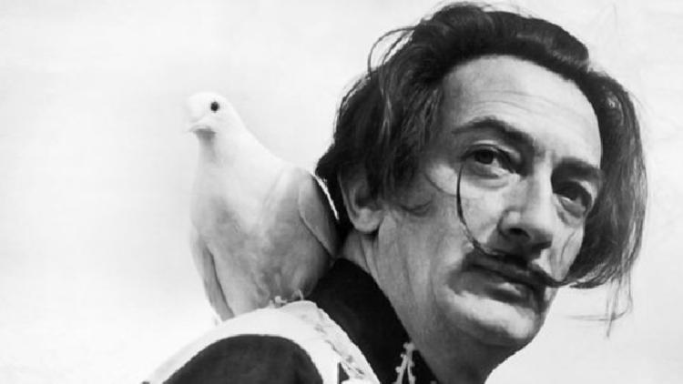 El bigote de Salvador Dalí sigue marcando las 10 y 10