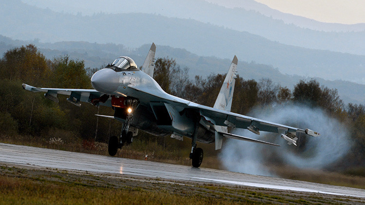 VIDEO: Maniobras del caza Su-35, vistas desde un ángulo inusual