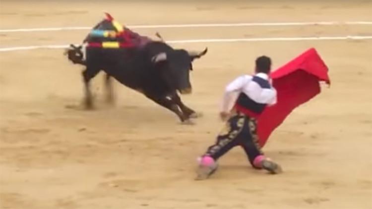 FUERTE VIDEO: dos toreros son corneados en la misma corrida en España