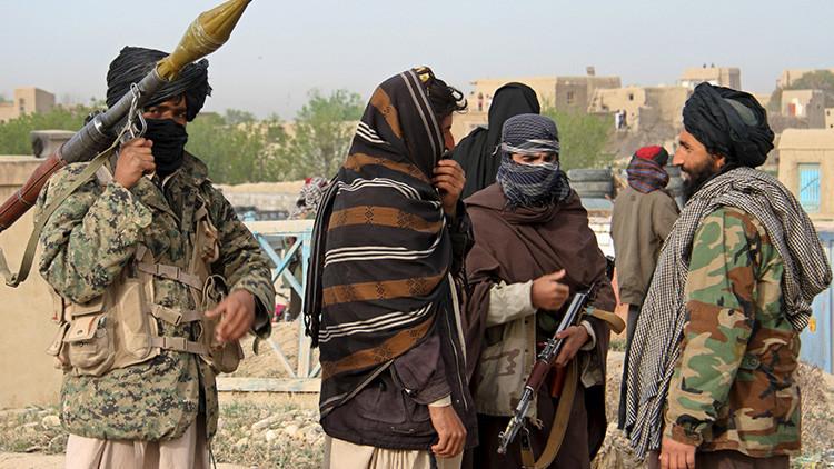 Talibanes matan a varios afganos y secuestran a decenas de personas
