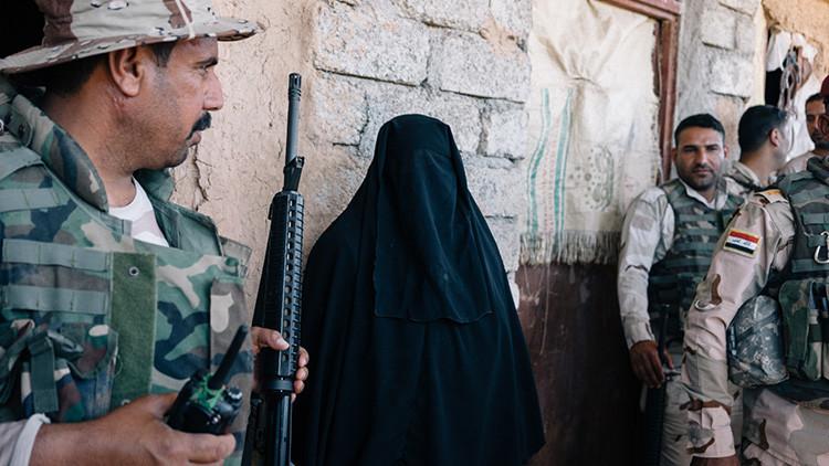 Maquillados y barbudos: yihadistas se hacen pasar por mujeres para huir de Mosul (FOTOS)