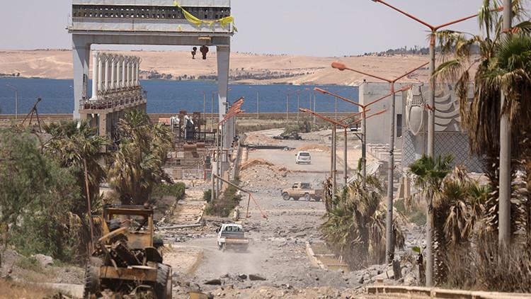 Las tropas sirias alcanzan la costa del río Eufrates, cerca de Raqa