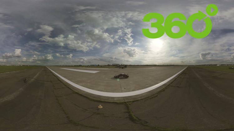 MAKS 2017: Viva en 360° el duelo entre un caza Mig-29 y un superdeportivo Audi R8