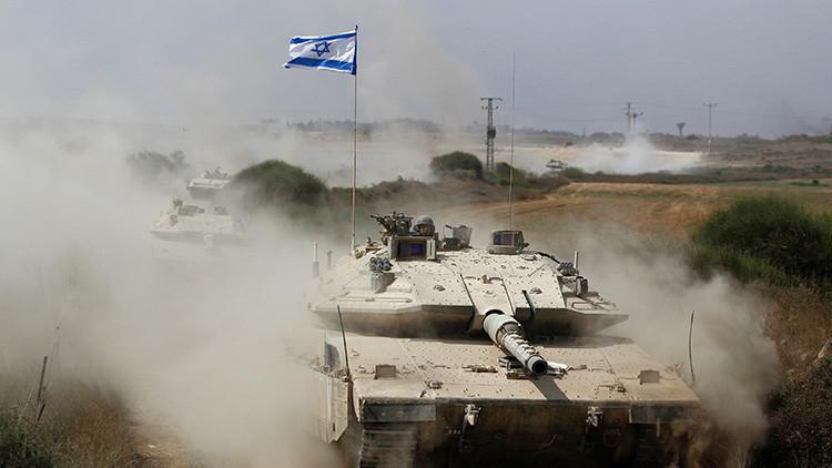 Un tanque israelí ataca un puesto de Hamás en respuesta al lanzamiento de un misil desde Gaza