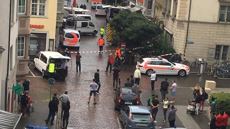 Hombre con motosierra hiere a cinco personas en Suiza