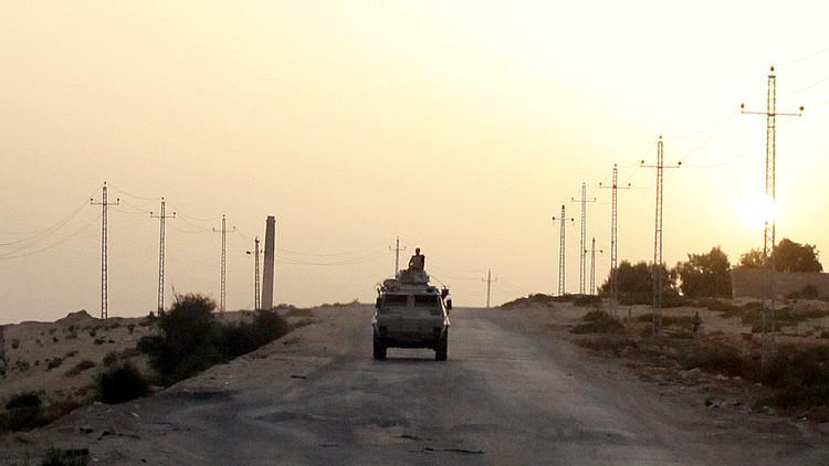 Egipto: Siete civiles muertos por la explosión de un coche bomba en la península del Sinaí (VIDEO)