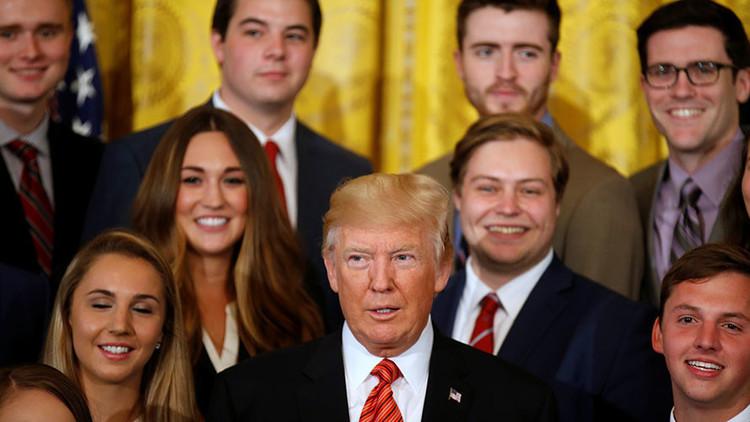 VIDEO: Trump manda a callar a una reportera en la Casa Blanca