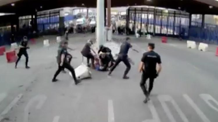 VIDEO: Momento exacto del ataque con cuchillo a unos policías españoles en Melilla