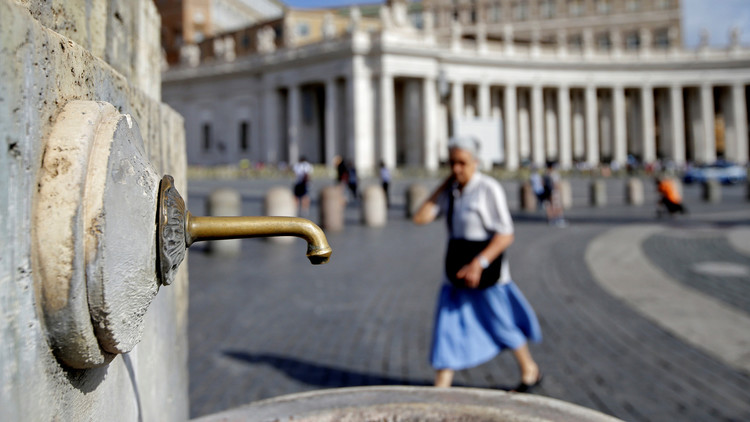 El Vaticano cierra cien fuentes por la sequía en Roma