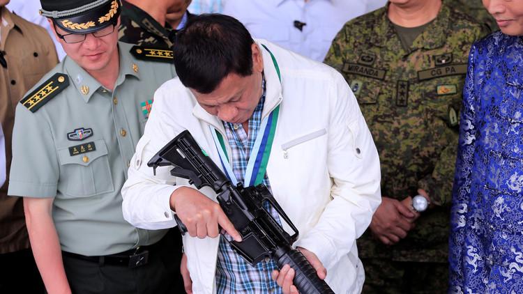 """""""Voy a bombardearlas"""": Duterte amenaza con una ofensiva militar contra las escuelas tribales"""