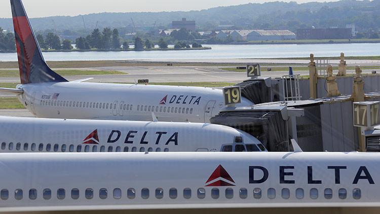 """Delta Airlines pide disculpas a un ruso expulsado de un vuelo acusado de ser un """"ocupante de Crimea"""""""